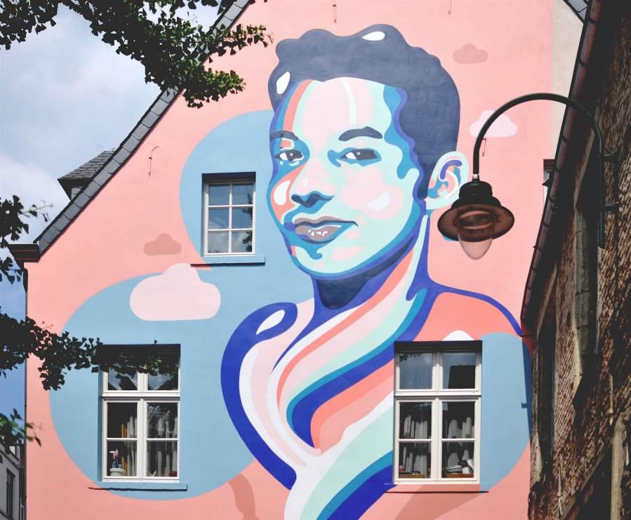 Ihsane-jarfi-Anthea-Missy-mural-Brussels-street-art-lgbtq-fanny-seligmann-1