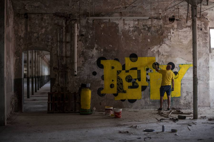 Retry work in abandoned spaces in Textile Factory Photo Credit Vinny Cornelli : Streetlayers.