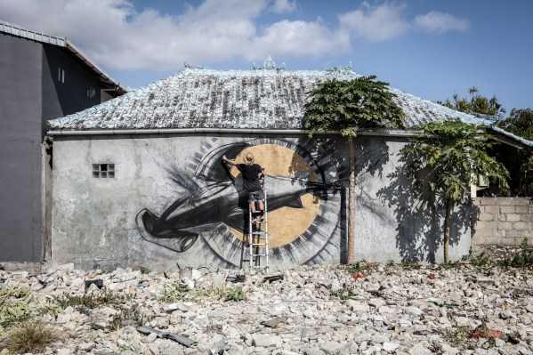 Cinzah-Sea-Walls-Murals-for-Oceans-Bali-2018-street-art-pangeaseed-pc-tre-packard-38