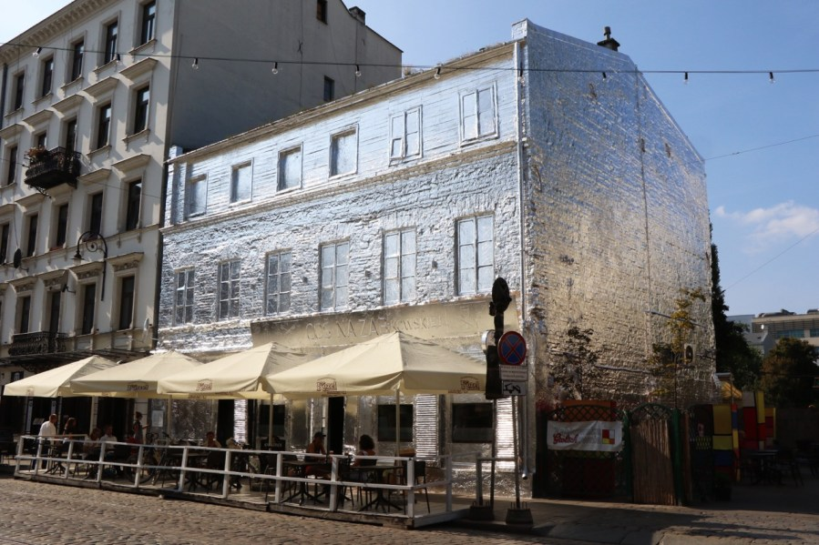 ZABKOWSKA-9-TAKE-OFF-URBAN-ART-FOIL-INSTALLATION-HOUSE-BY-PIOTR-JANOWSKI-98