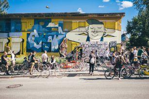 Stencibility-Festival-Street-art-TARTU-Estonia-2019-rasaaetten-Lazy_Bra_Glow_Zahars_Ze