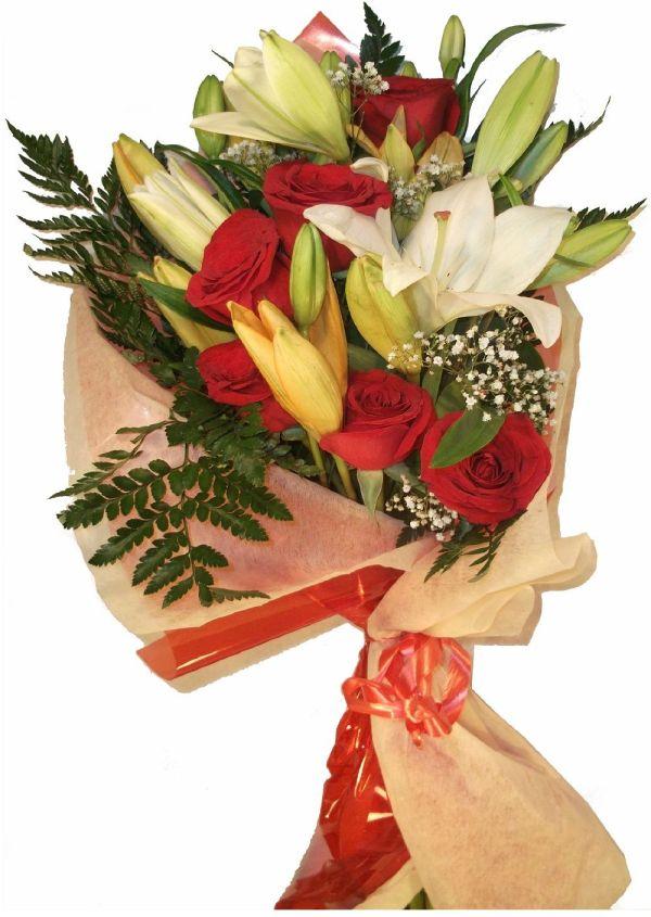 ramo de rosas y liliums