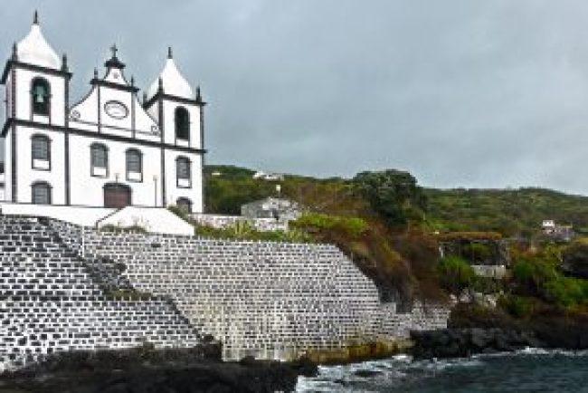 Azoren, Kirche, Pico, Meer, grün, natur, pflanzen, dezember, foto, fotografie, bildbearbeitung, grafik, media, waldbrand media, image editing