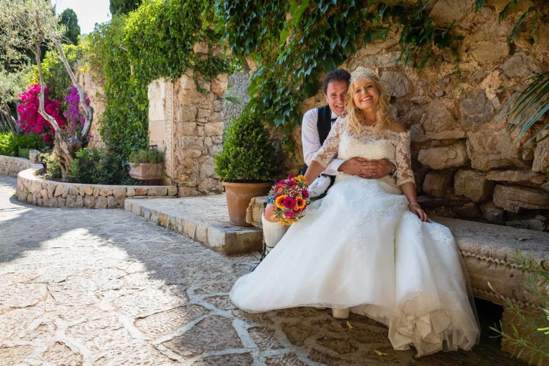 A fun Mallorca wedding in beautiful Valldemossa by Mallorca wedding photographer Graham Warrellow