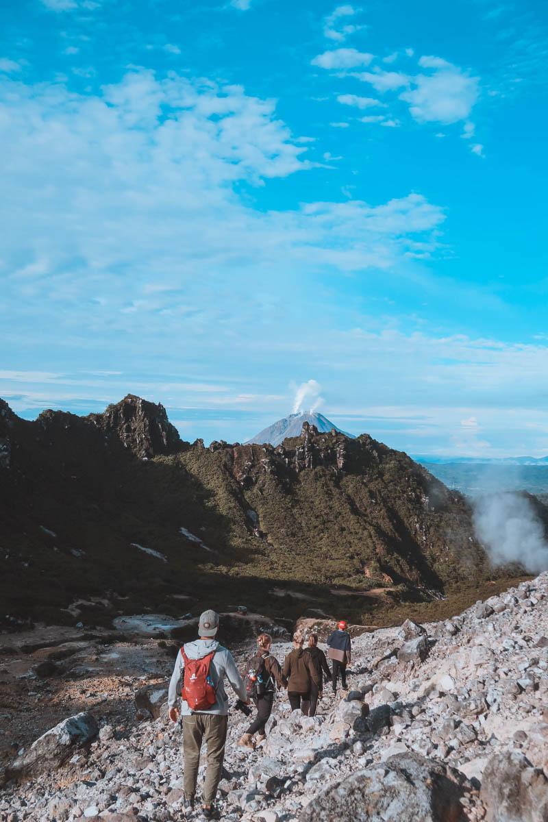5 choses à faire autour de Berastagi à Sumatra - volcan sibayak