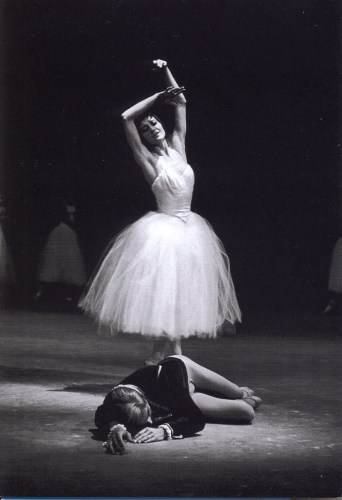 Carla Fracci and Erik Bruhn in Gis­elle on 4 Septem­ber 1965 - photo Erio Pi­cagliani/Teatro alla Scala collection.