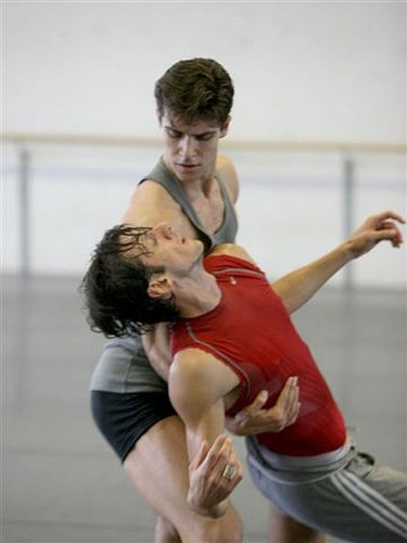 Roberto Bolle and Massimo Murru Le Chant du Compagnon errant - photo Brescia-Amisano Teatro alla Scala