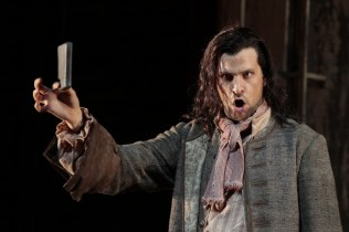 Luca Pisaroni as Leporello - Metropolitan Opera - photo Beatriz Schiller