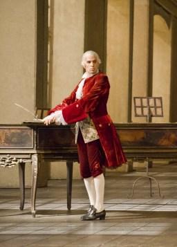 Luca Pisaroni as the Conte in Le Nozze di Figaro, Paris - photo Christian Leiber