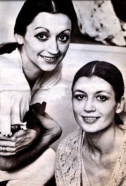 Carla Fracci (right) with sister Marisa