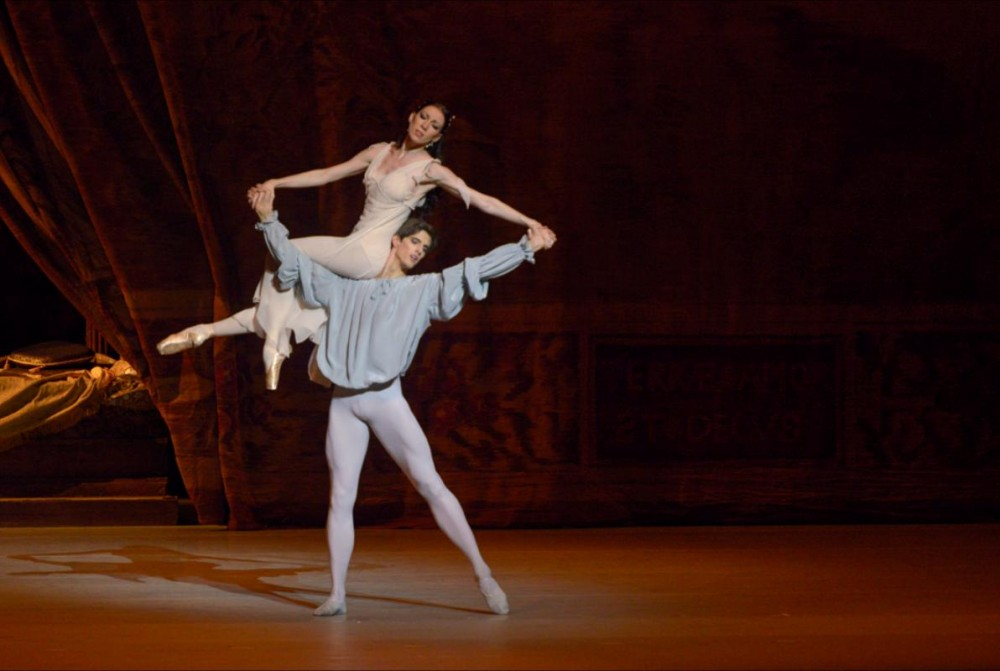 Xander Parish with Viktoria Tereshkina in Romeo and Juliet - photo by Valentin Baranovsky 2