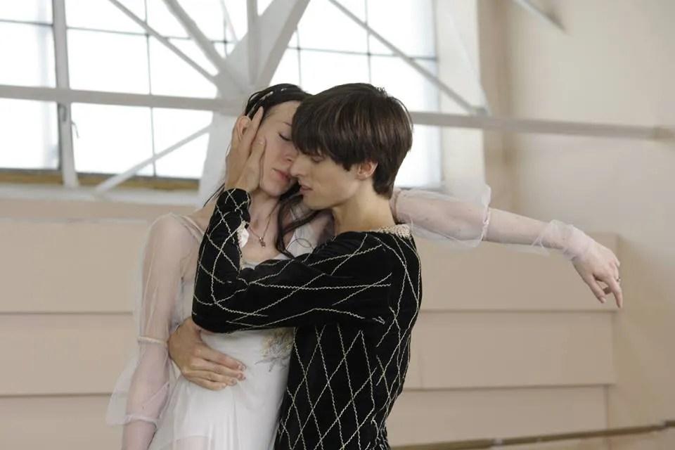 Xander Parish with Viktoria Tereshkina in Romeo and Juliet - photo by Sila Avvakum