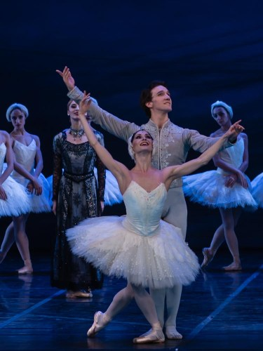 Anna Tsygankova and Mikhail Kaniskin in Patrice Bart's Swan Lake.