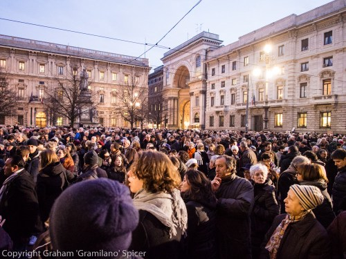 Thousands in Piazza della Scala for Claudio Abbado