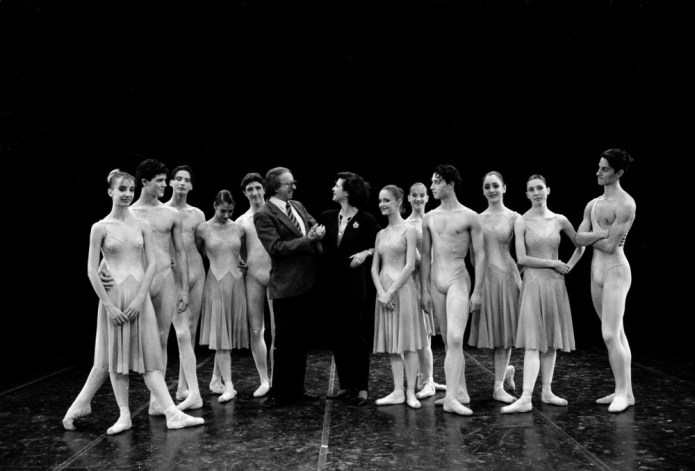 Anna Maria Prina and Robert De Warren with students of the La Scala Ballet School in 1992: on the left Marta Romagna and Roberto Bolle; to the right Mara Galeazzi and Mick Zeni