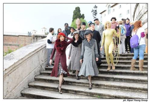 Rossella Brescia and the company of Amarcord on the Spanish Steps
