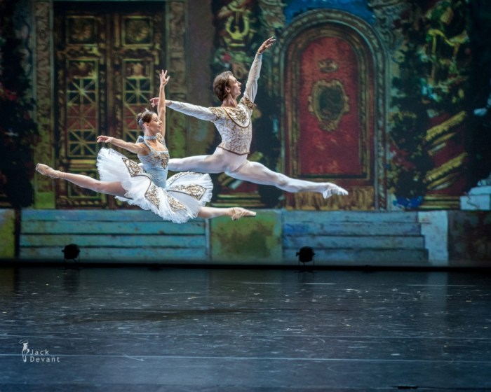Kristina Kretova and Semyon Chudin in Grand Pas de Deux Electrique from Bluebeard, 2014
