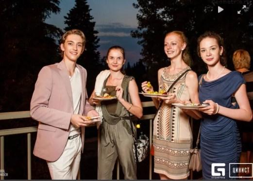 After party in Sochi - Julian with course IIA classmates Ekaterina Zavadina, Marfa Sidorenko (1st place girls) and Anya Nevzorova