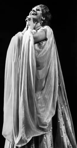 Fiorenza Cossotto receiving applause after La Favorita, La Scala 1974