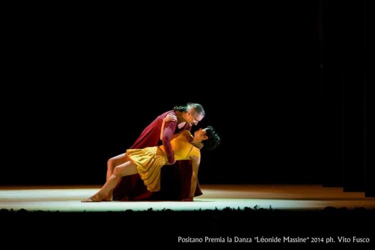 Ana Laguna with Mariko Kida in Mats Ek's Juliet and Romeo