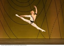 Steven McRae in Symphonic Variations - photo Dee Conway