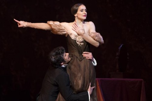 Marianela Núñez as Tatiana and Thiago Soares as Onegin - photo Bill Cooper/ROH