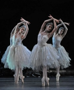 Swan Lake - Yasmine Naghdi, Francesca Hayward and Olivia Cowley - photo by Dave Morgan, ROH