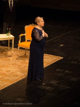 Mirella Freni moved by the standing ovation at La Scala