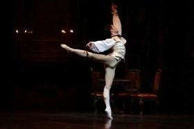 Manon with Claudio Coviello - photo Brescia and Amisano - Teatro alla Scala