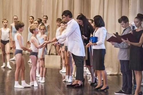 Tsiskaridze with first-year students of the Vaganova Academy
