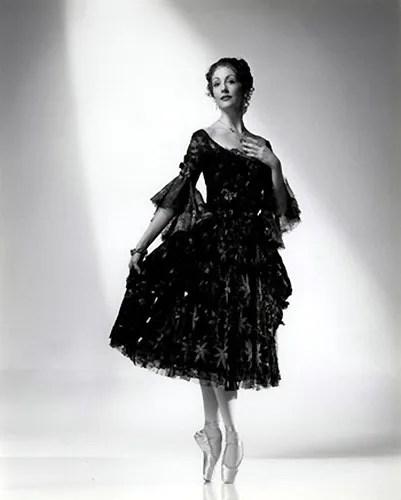Cynthia Harvey as Manon - photo by Roy Round