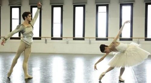 Claudio Coviello and Vittoria Valerio rehearse Swan Lake in costume – photo by Brescia and Amisano Teatro alla Scala