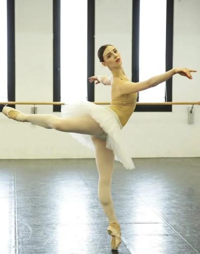 Martina Arduino rehearses Swan Lake – photo by Brescia and Amisano Teatro alla Scala