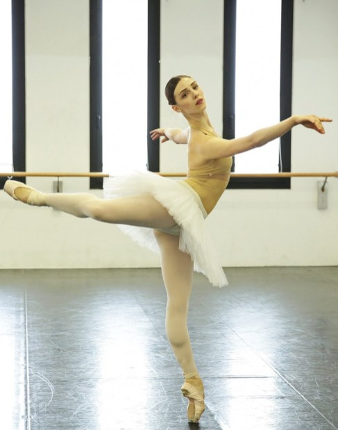 Martina Arduino rehearses Swan Lake – photo by Brescia and Amisano Teatro alla Scala