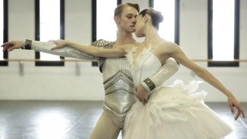Nicoletta Manni and Timofej Andrijashenko rehearse Swan Lake in costume – photo by Brescia and Amisano Teatro alla Scala