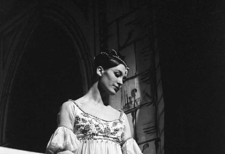 Carla Fracci as Juliet - Teatro alla Scala, photo by Erio Piccagliani