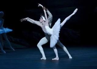 Junor de Olivera Souza and Anais Chalendard in Derek Dean's Swan Lake, English National Ballet