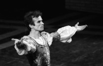 Rudolf Nureyev after Romeo and Juliet, photo by Lelli e Masotti