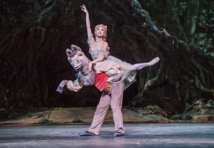 Bennet Gartside as Bottom and Akane Takada as Titania. ©ROH, 2017. Photographed by Tristram Kenton 2