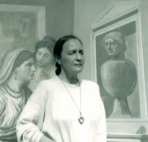 Luisa Spinatelli against a Achille Funi background