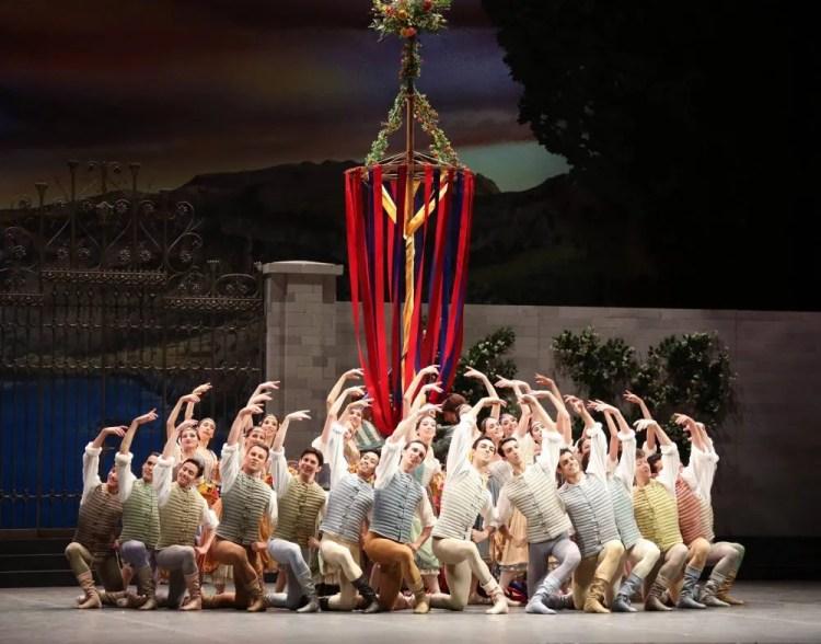 Swan Lake waltz, photo by Brescia e Amisano © Teatro alla Scala