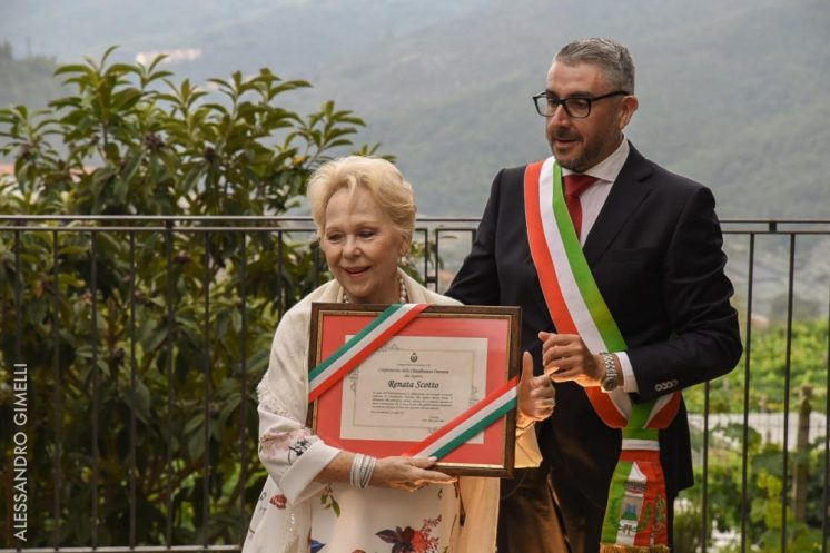 Renata Scotto with the Mayor, Alessandro Oddo photo by Alessandro Gimelli