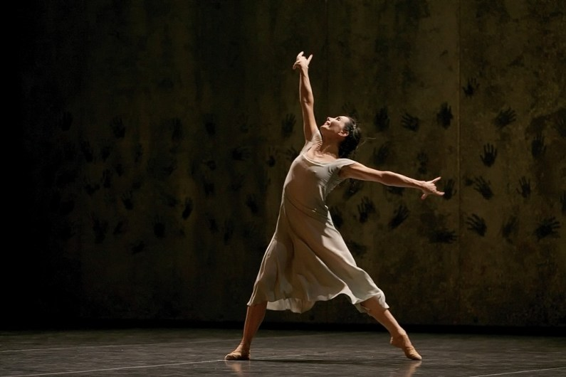Akram Khan's Giselle, English National Ballet, © Dasa Wharton a06