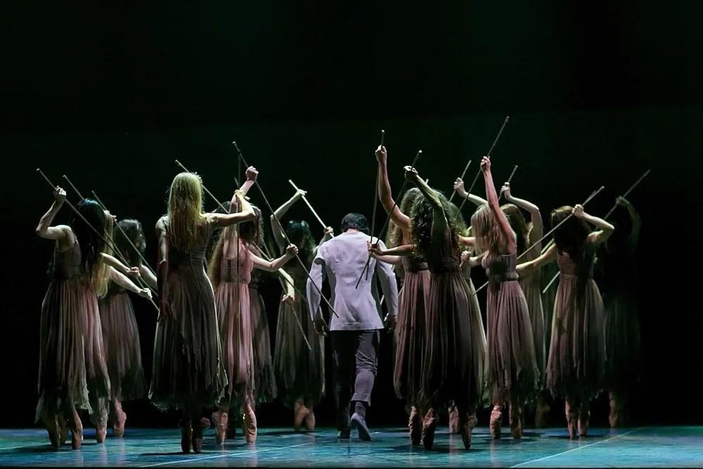 Akram Khan's Giselle, English National Ballet, © Dasa Wharton a23