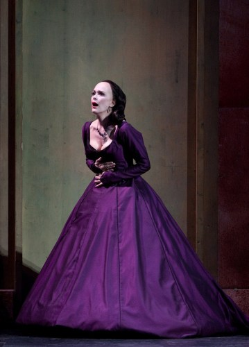 Jennifer Larmore as Gertrude in Hamlet, photo by Marty Sohl, Metropolitan Opera, 2010