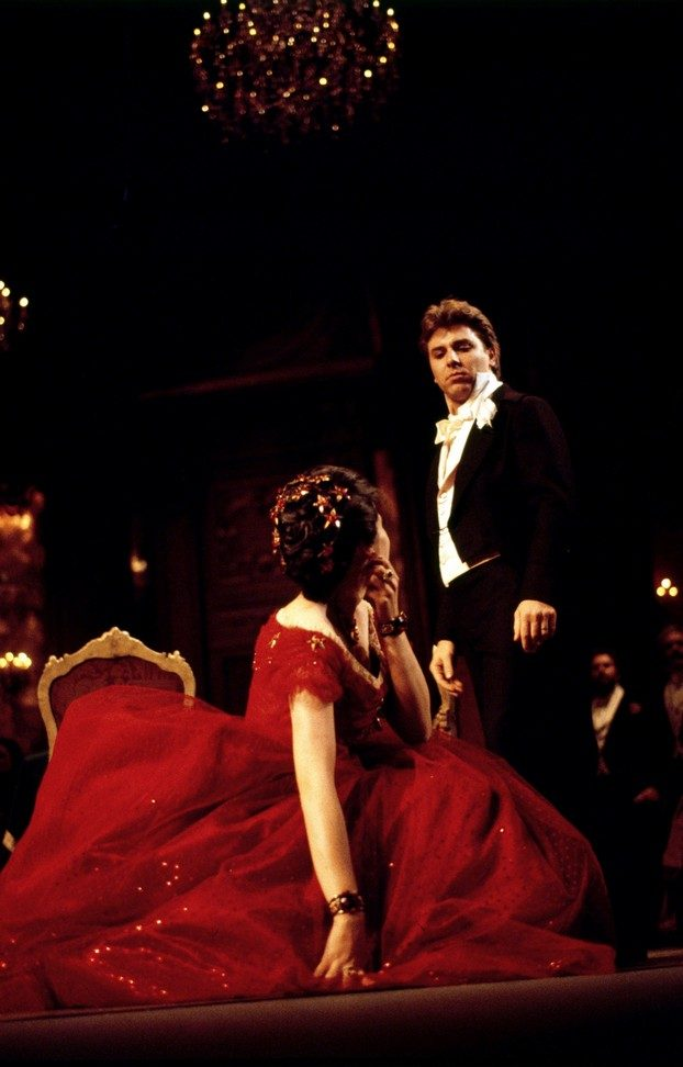 La traviata, 1990, Roberto Alagna and Tiziana Fabbricini in costumes by Pescucci, photo by Lelli e Masotti