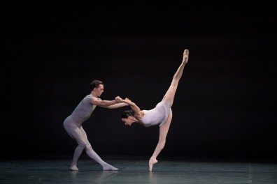 Tamara Rojo and Joseph Caley in Song of the Earth © Laurent Liotardo (2)