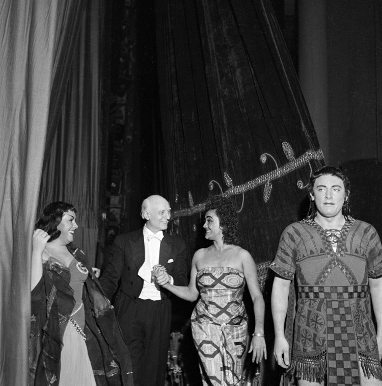 Victor de Sabata with Fedora Barbieri, Mario Del Monaco and Costantina Araujo after Aida, 1951