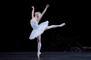 Swan Lake. Marianela Nuñez as Odette cROH, Tristram Kenton 2012