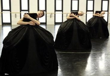 Petite Mort Chiara Fiandra, Nicoletta Manni and Martina Arduino © Brescia e Amisano, Teatro alla Scala, 2018